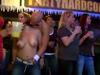 Busty bitch gives a head to the stripper assisting him in a hot show