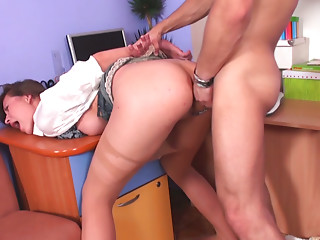 Chubby blonde whore Saskia Lorensen fucks anal and gets facial.