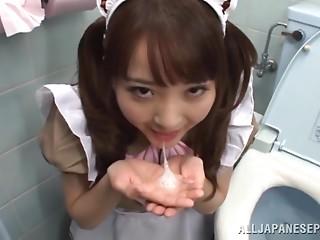 Japanese maid Yui Sasaki sucks a weiner in a biffy